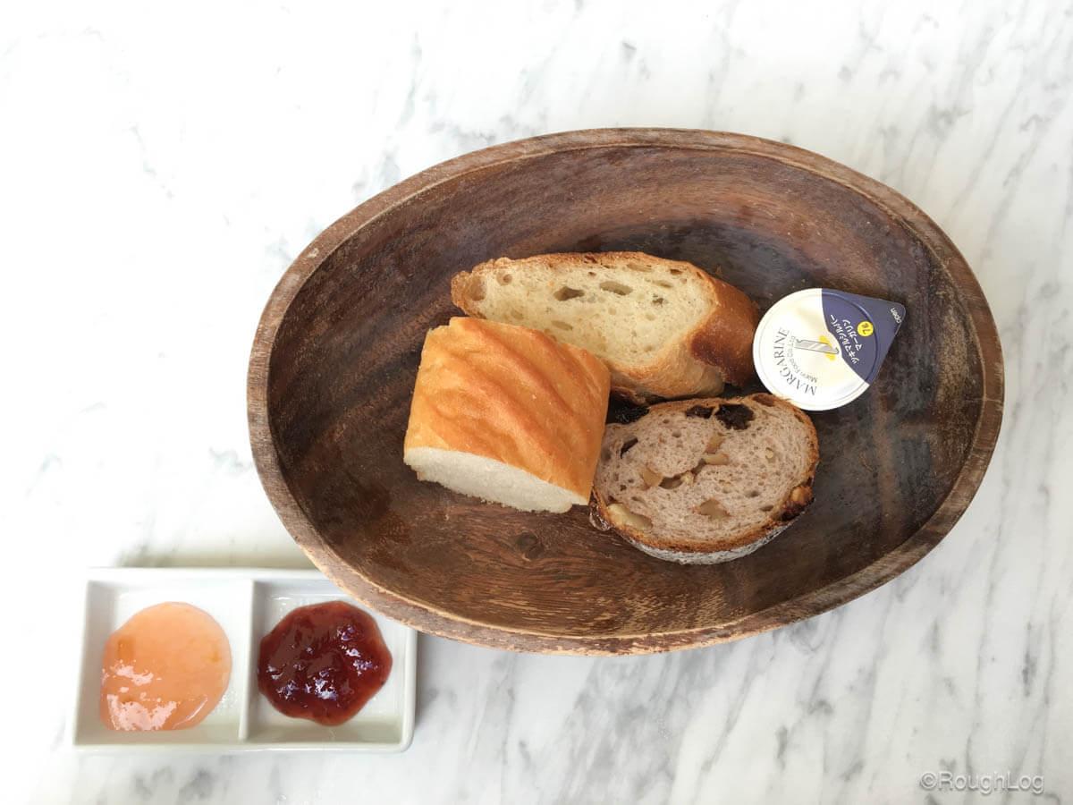 小谷流ベーカリーではセット料理を注文するとパンが食べ放題