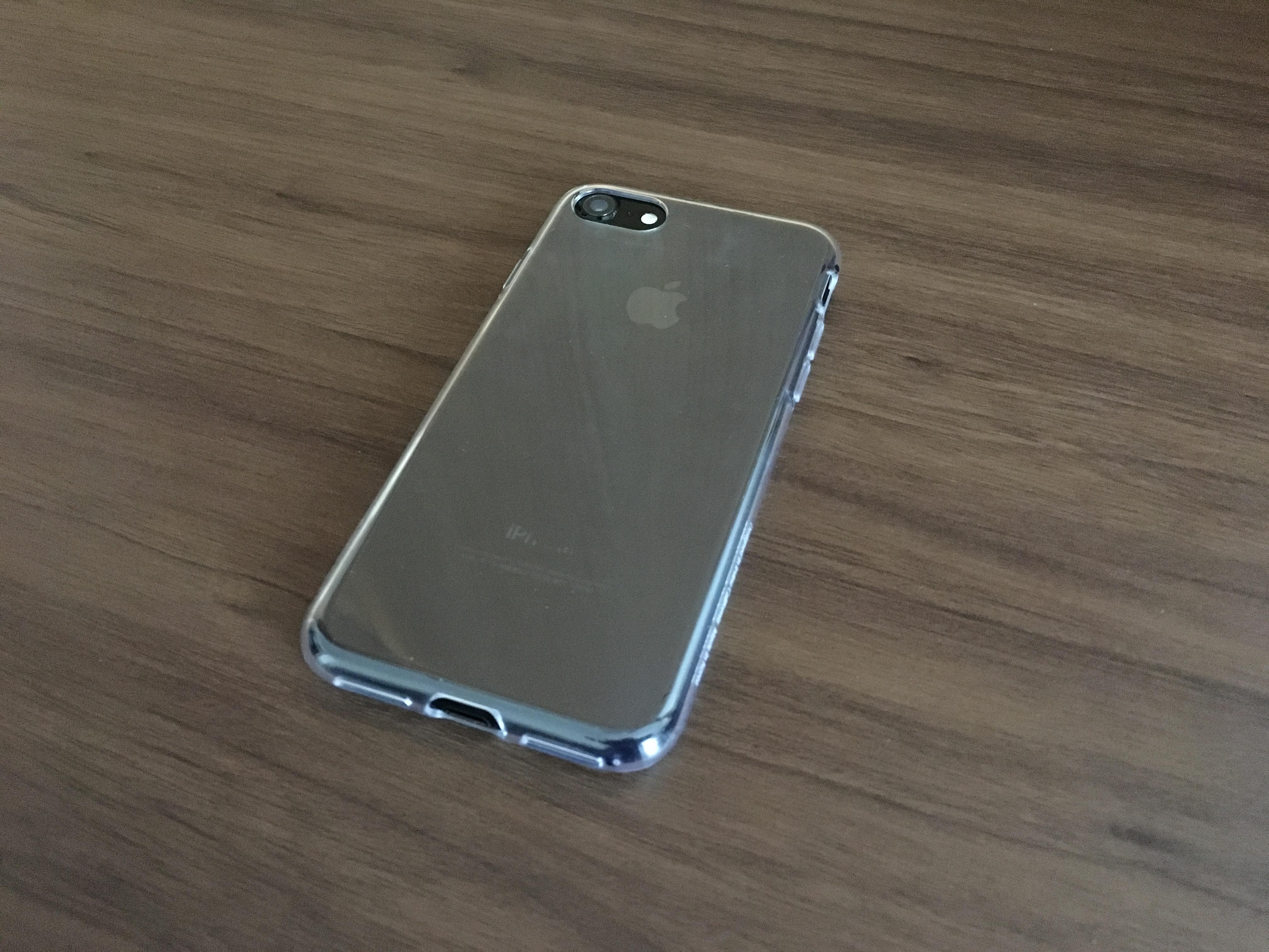 ae8874d39a Spigen リキッドクリスタルをiPhone 7 ジェットブラックに装着。(クリアケースって撮影難しいですね)
