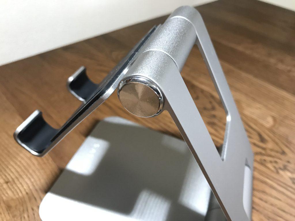 Satechi R1 タブレットスタンドは270度マウントヒンジ、180度ベースヒンジで高さや角度を調整することが可能