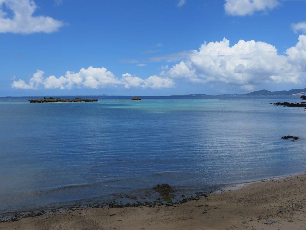 沖縄そば専門店なかむらそば前の海