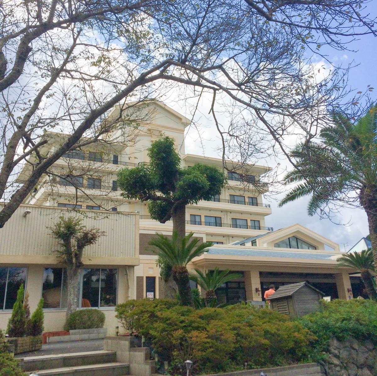 千葉県勝浦市の「ホテル里杏」はペットと泊まれるペットのための南国リゾート!