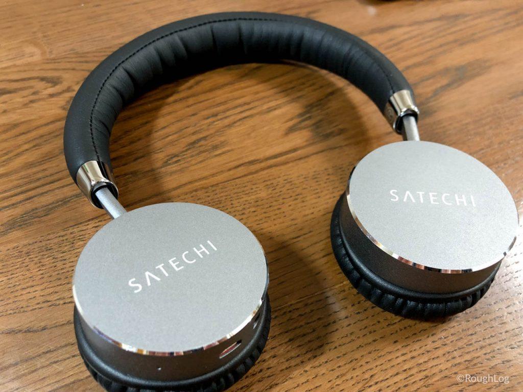 Satechiアルミニウムワイヤレスヘッドホンのイヤーパッドを横向きにすればバッグに入れやすい