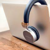 SatechiアルミニウムワイヤレスヘッドホンのデザインはApple製品との相性抜群