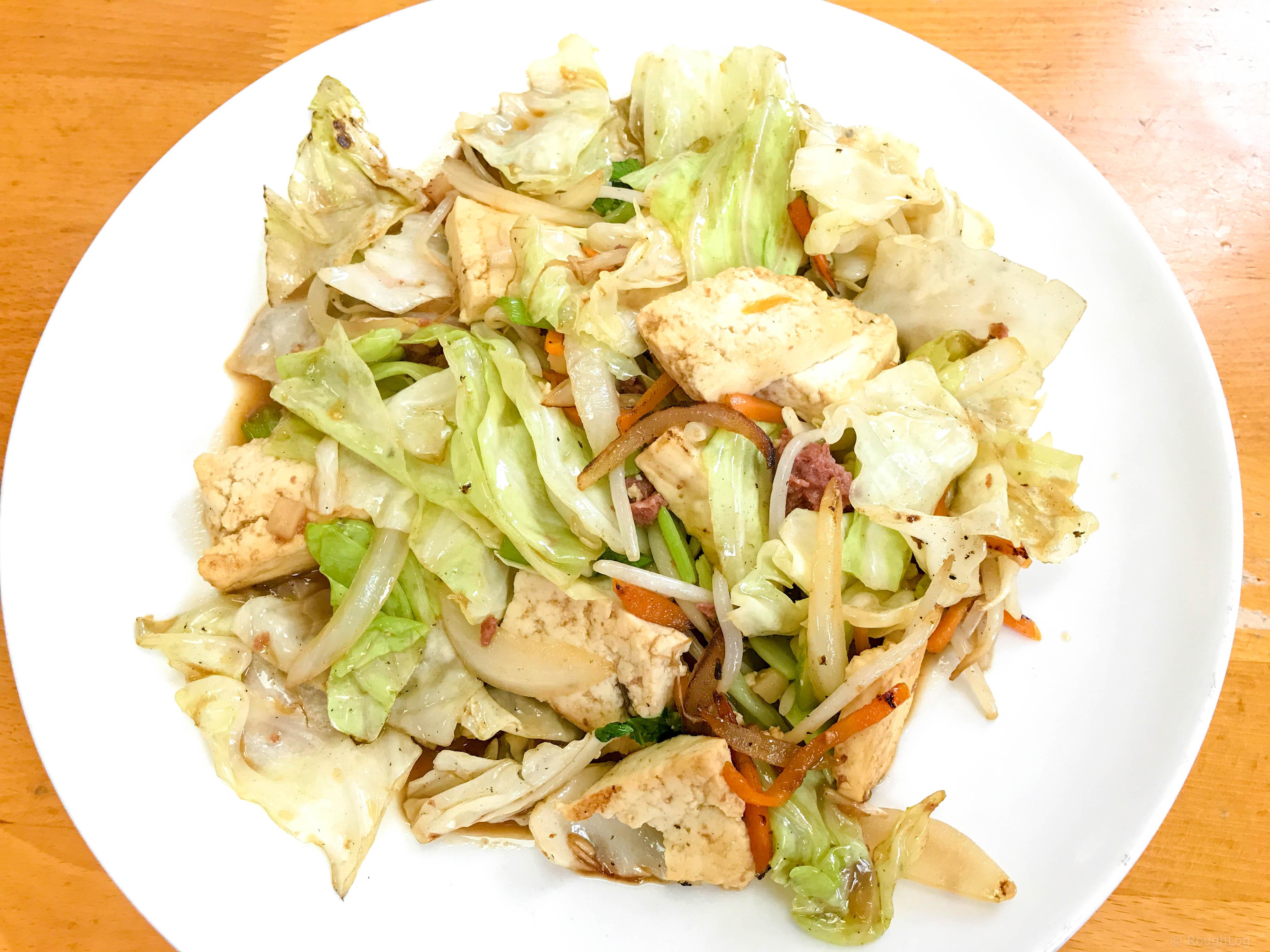 那覇国際通りの老舗沖縄そば店「どらえもん」の豆腐チャンプルー