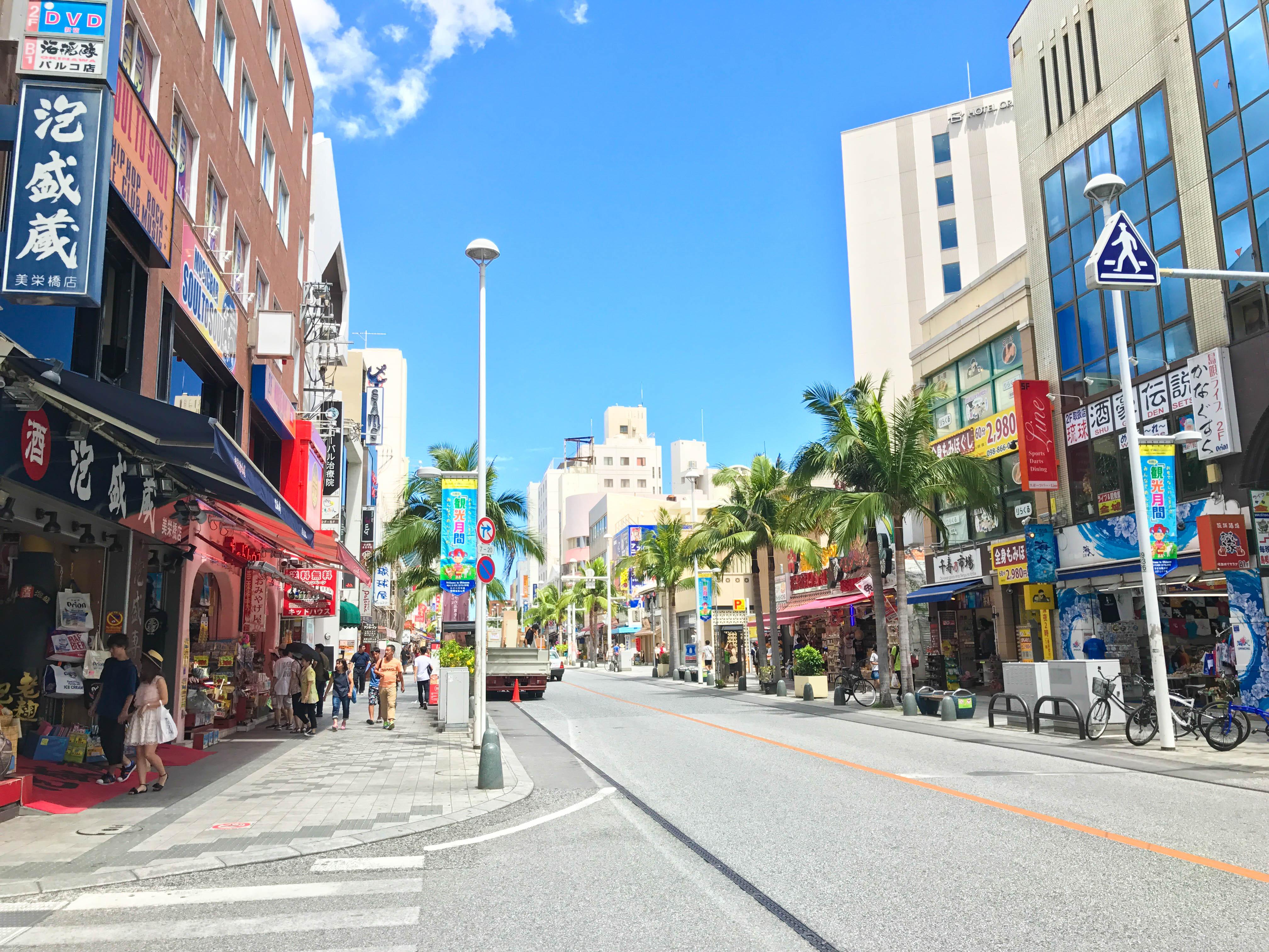 沖縄のメインストリート那覇国際通り
