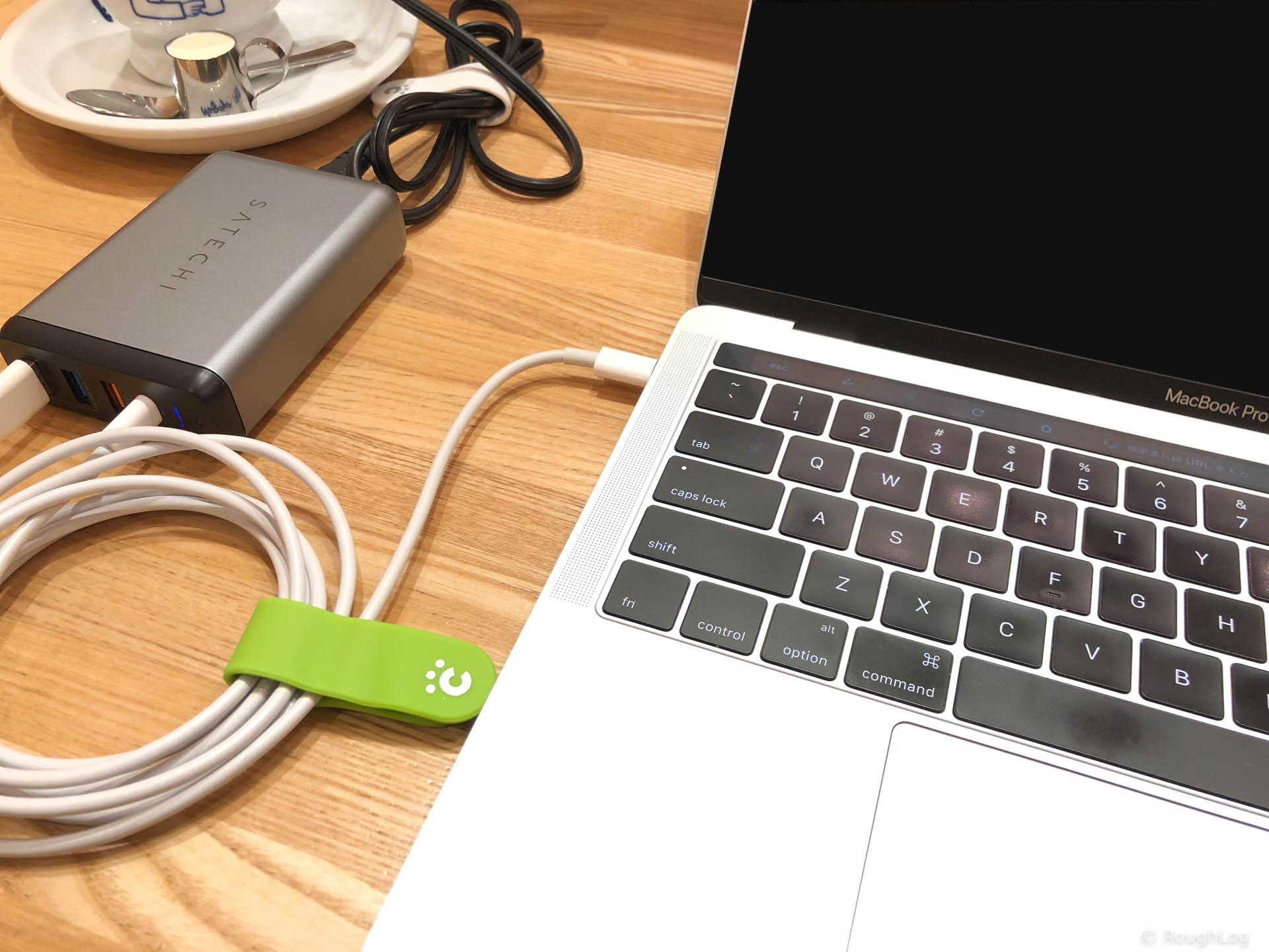 MacBook Proを充電中