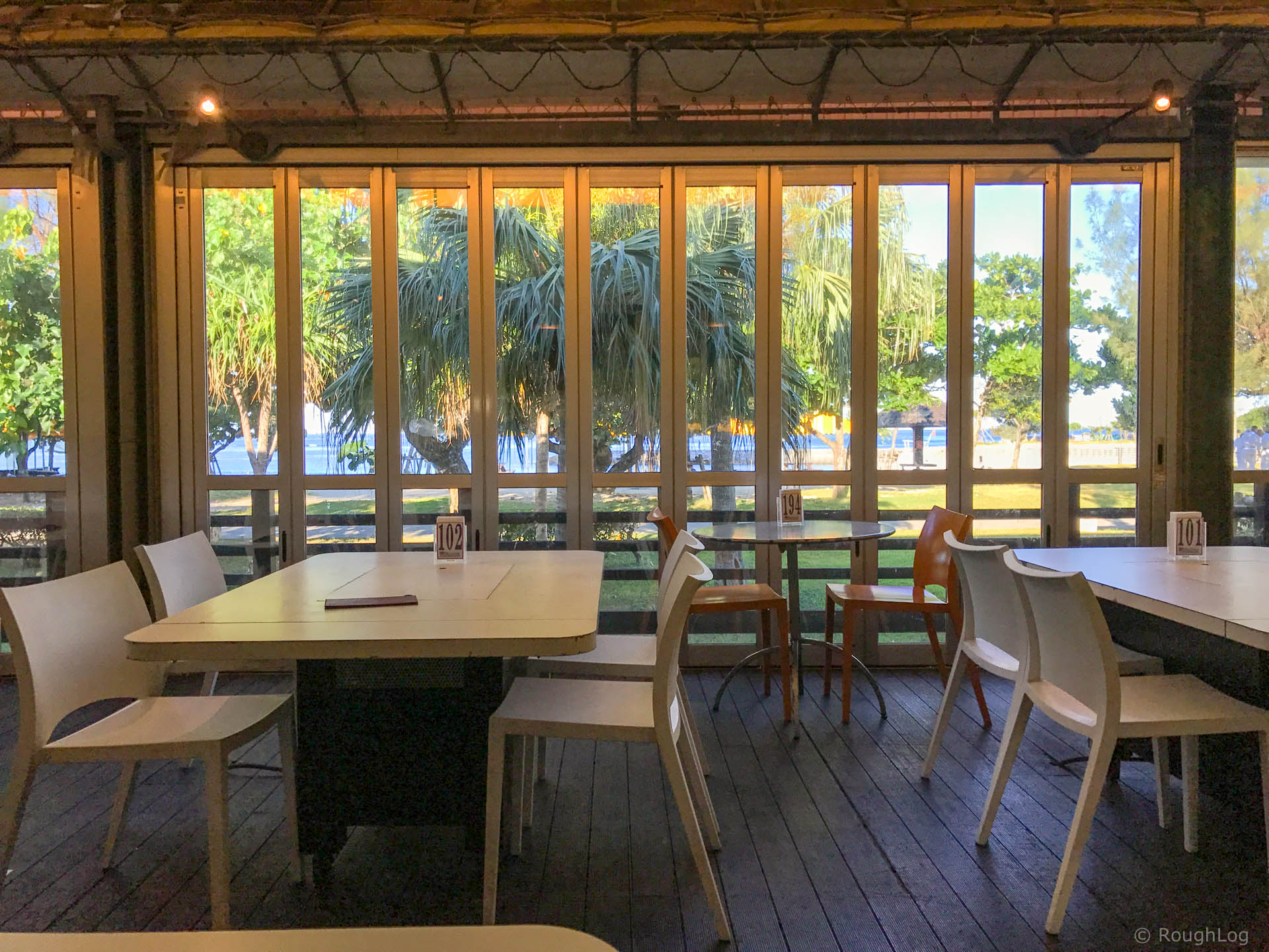 ザ・ビーチタワー沖縄内のレストラン