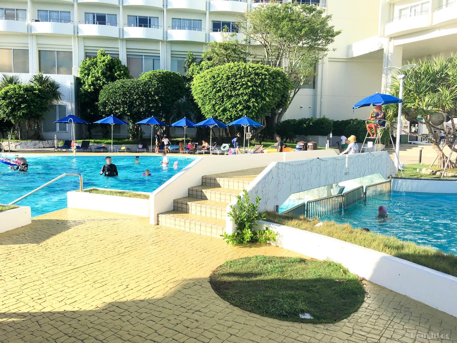 ANAインターコンチネンタル万座ビーチリゾートホテルのプールサイド