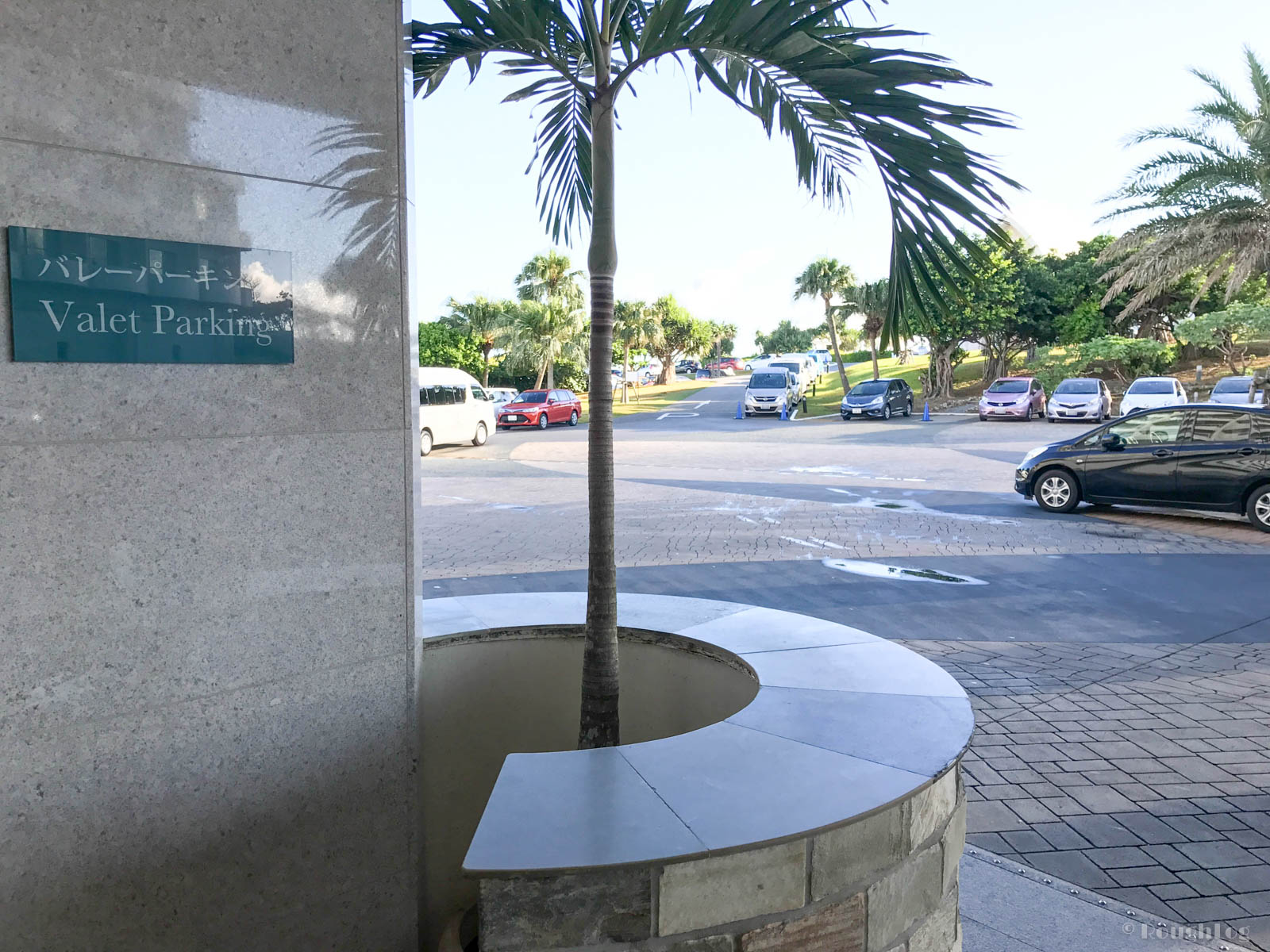 ANAインターコンチネンタル万座ビーチリゾートのホテルエントランス