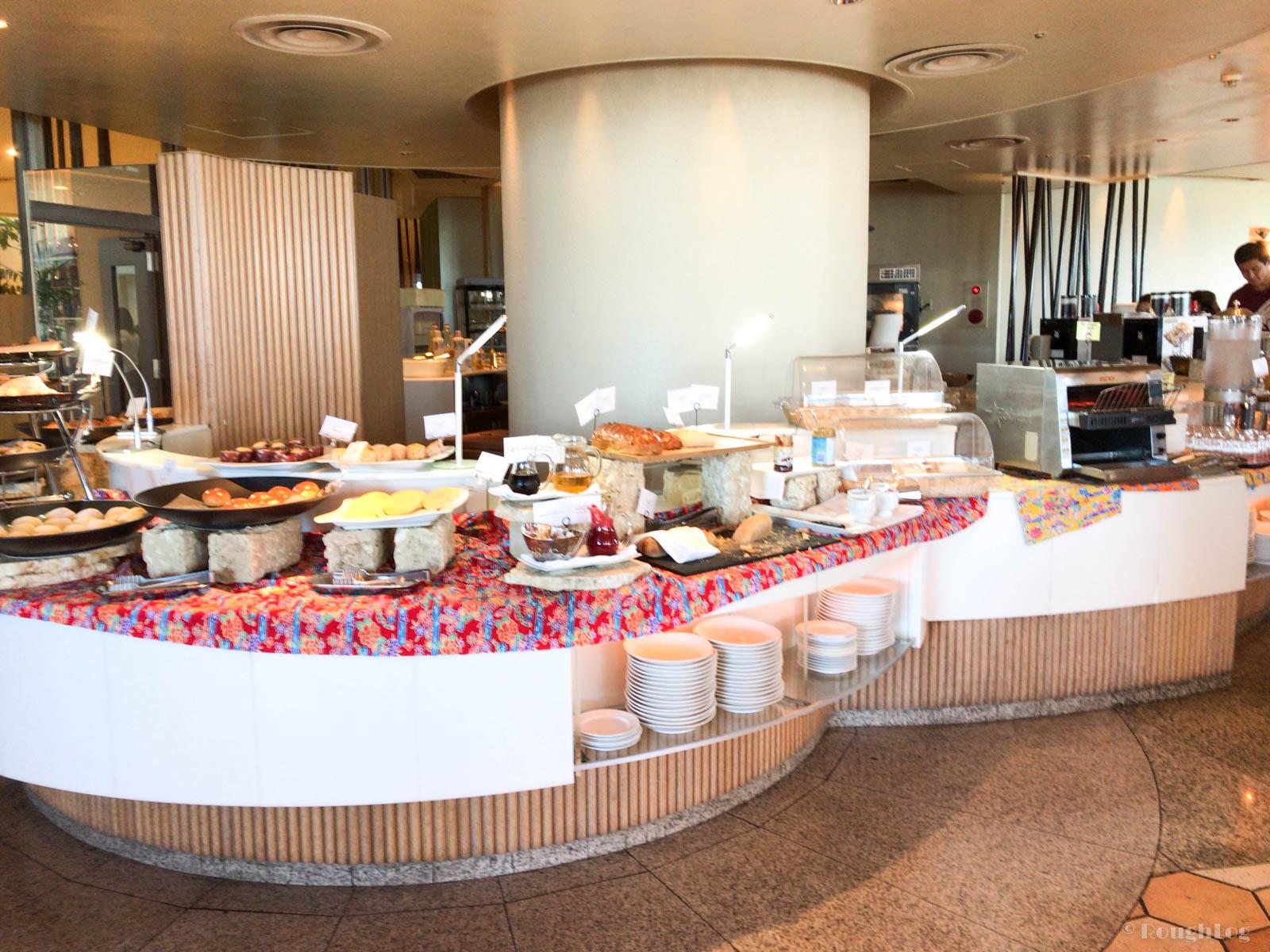 ANAインターコンチネンタル万座ビーチリゾート内のアクアベルで朝食
