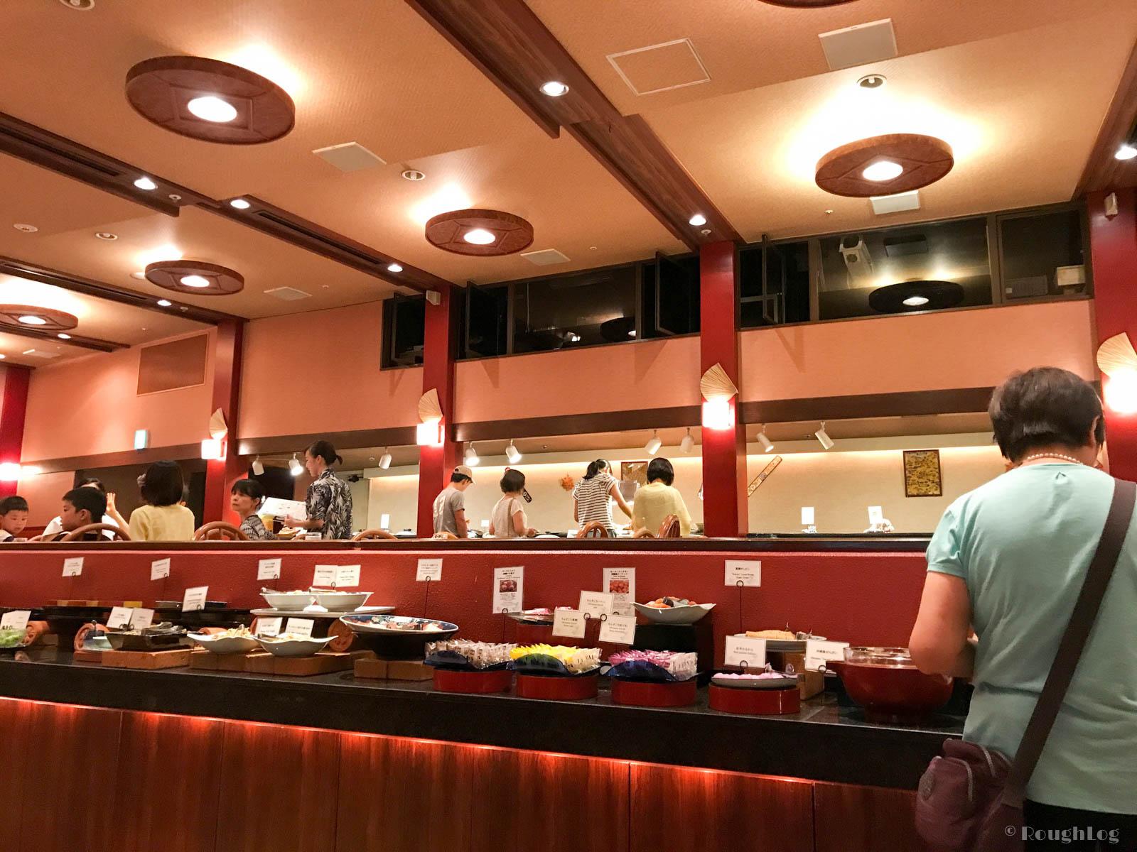 ANAインターコンチネンタル万座ビーチリゾート内のオーキッドで琉球芸能ショーを料理を食べながら楽しむ