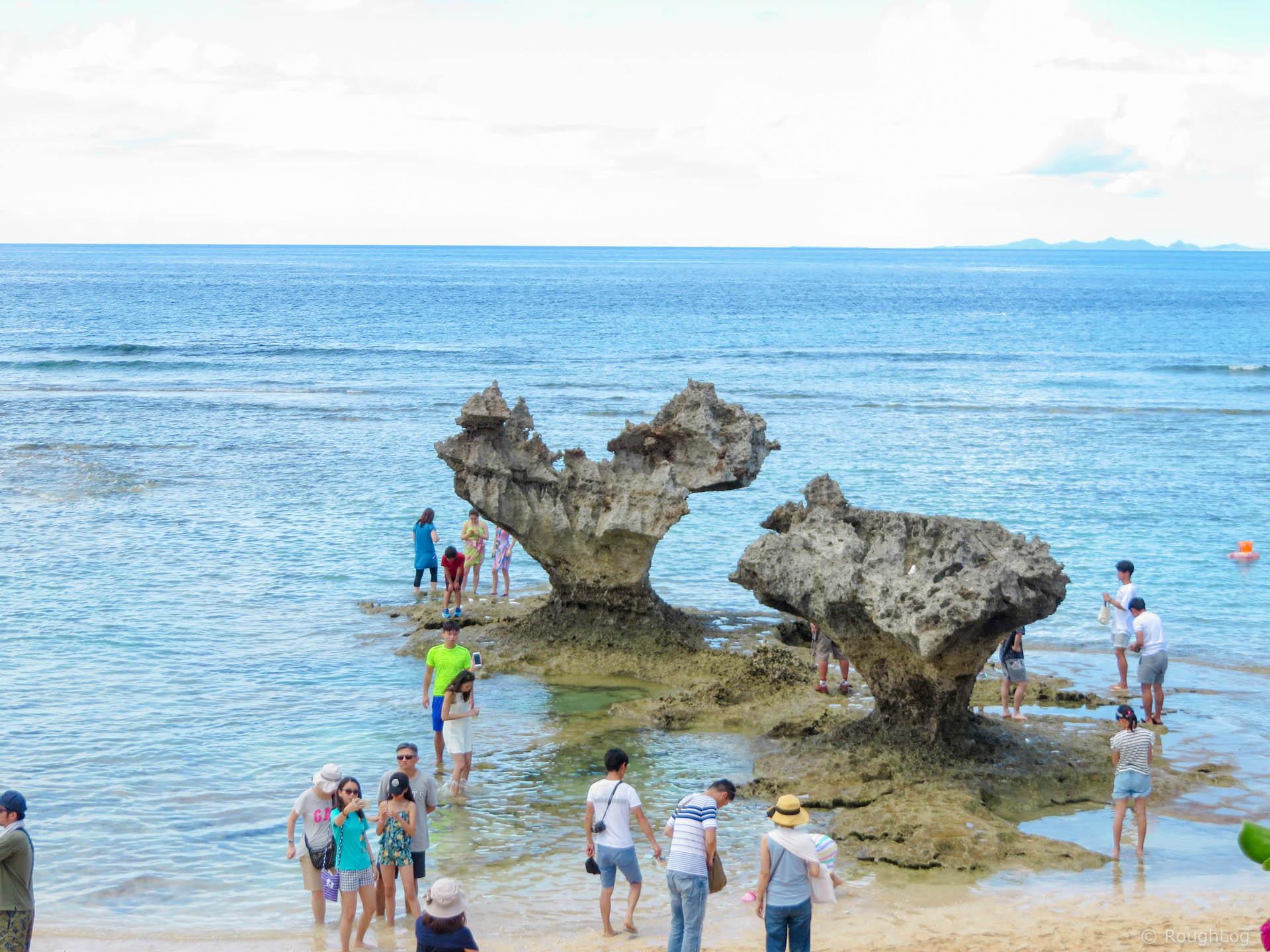 古宇利島のティーヌ浜にある「ハートロック」