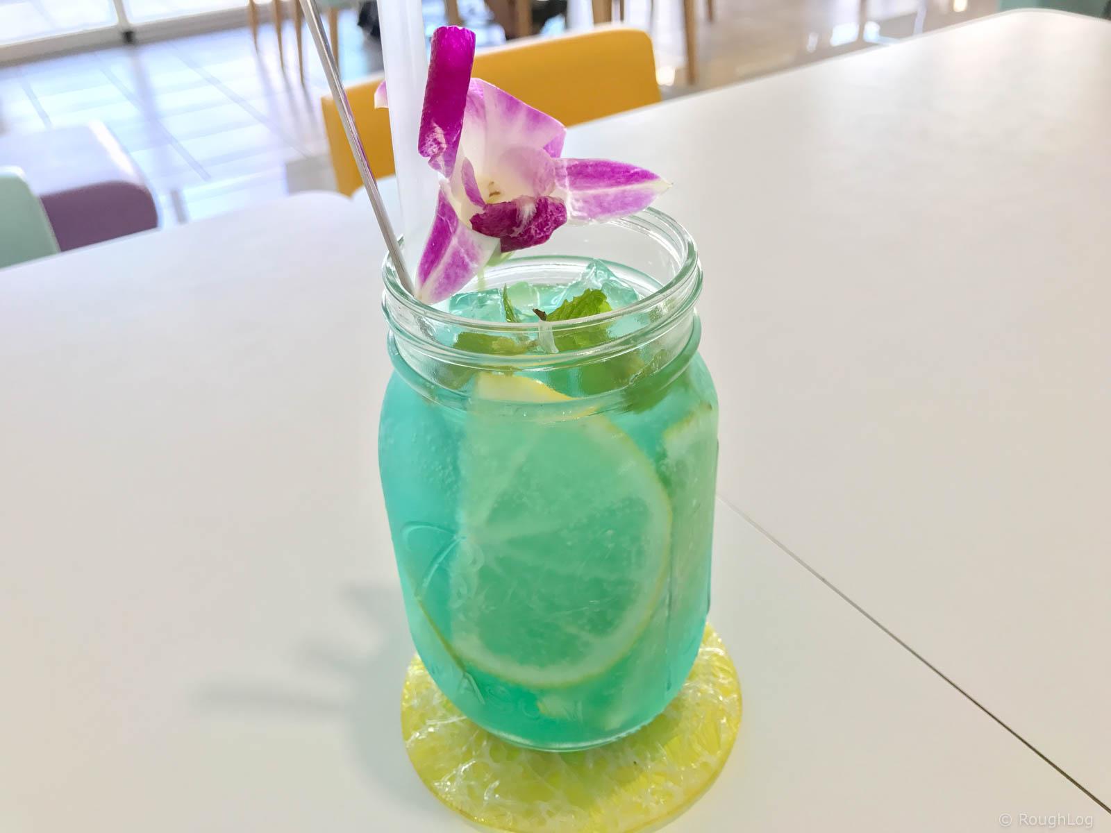 ビーチテラスカフェ ダイヤモンドブルーのオリジナルジュース「オシャンブルー」