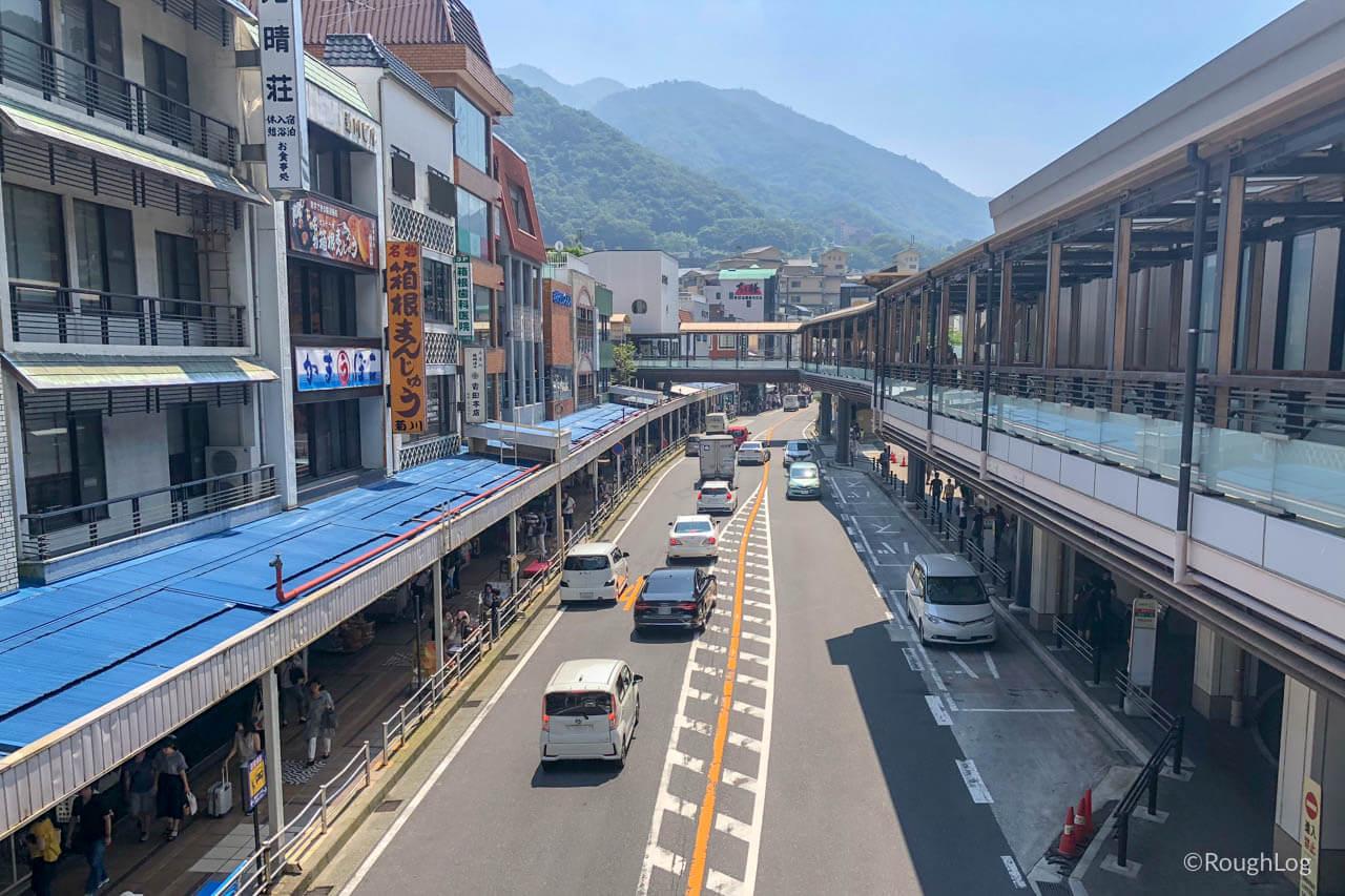 箱根湯本駅前の商店街