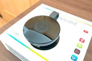 Google Chromecast ブラックは光沢のあるデザイン