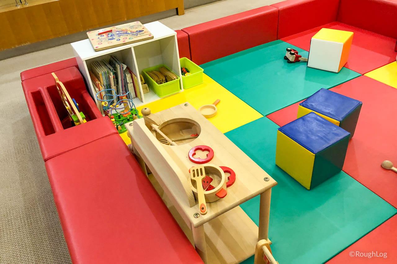 リ・カーヴ箱根の南館2階にはキッズプレイ・ゲームセンター・卓球台など有り