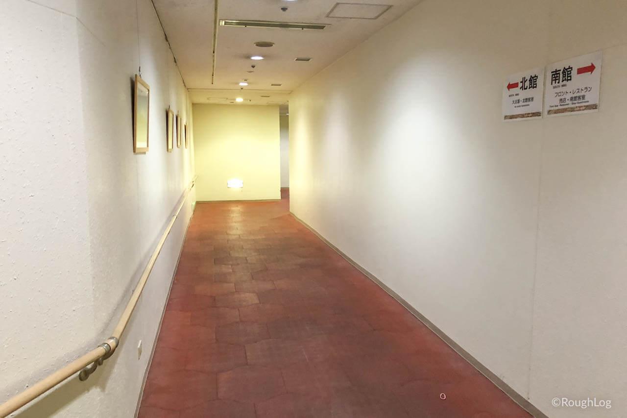 リ・カーヴ箱根の南館と北館を行き来する地下連絡通路
