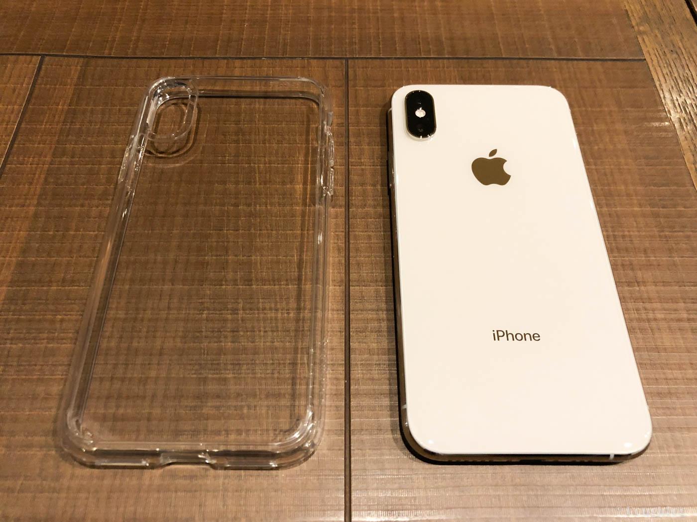 iPhone本来のカラーを楽しめるSpigenウルトラハイブリッド