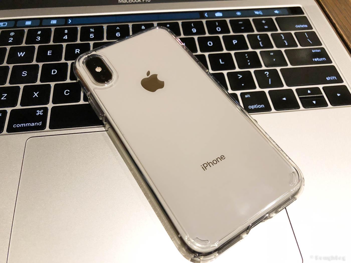 透明ケースはiPhone本体カラーやデザインを楽しめる