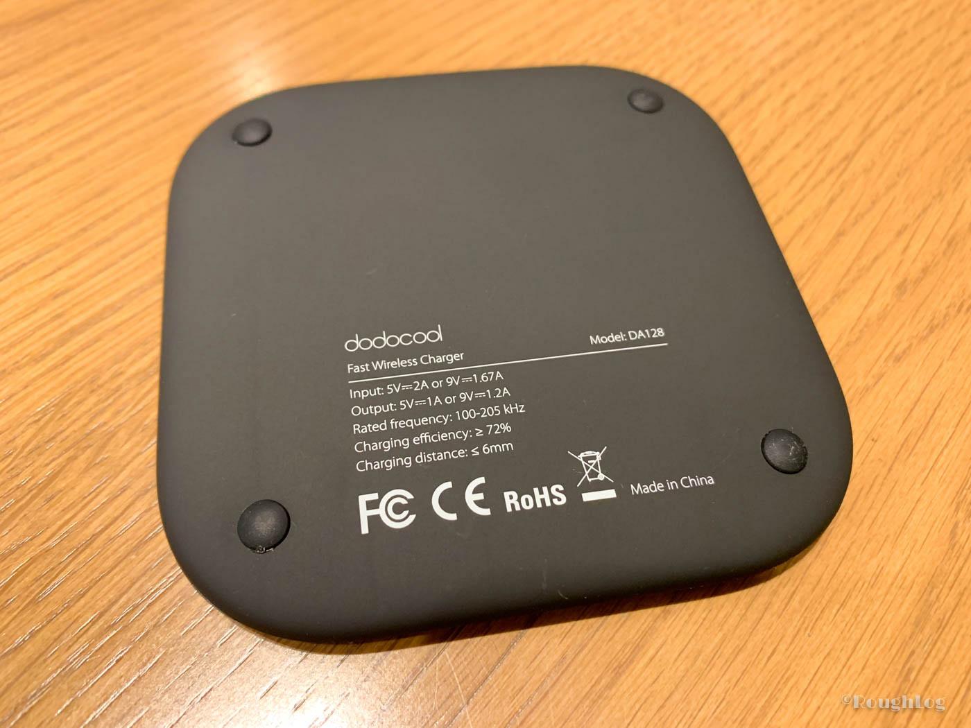 dodocool製Qiワイヤレス充電器の裏側四隅には滑り止めが付いているので動きにくい