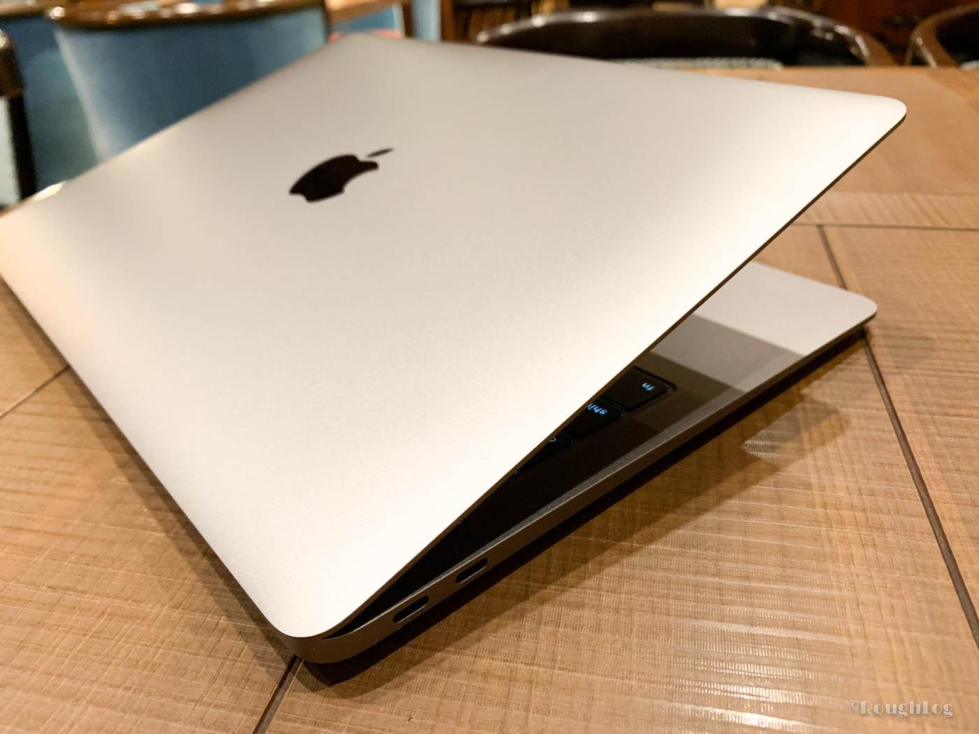 薄型軽量のMacBook Air 2018は先端が細くなるウェッジシェイプ型の美しいデザイン