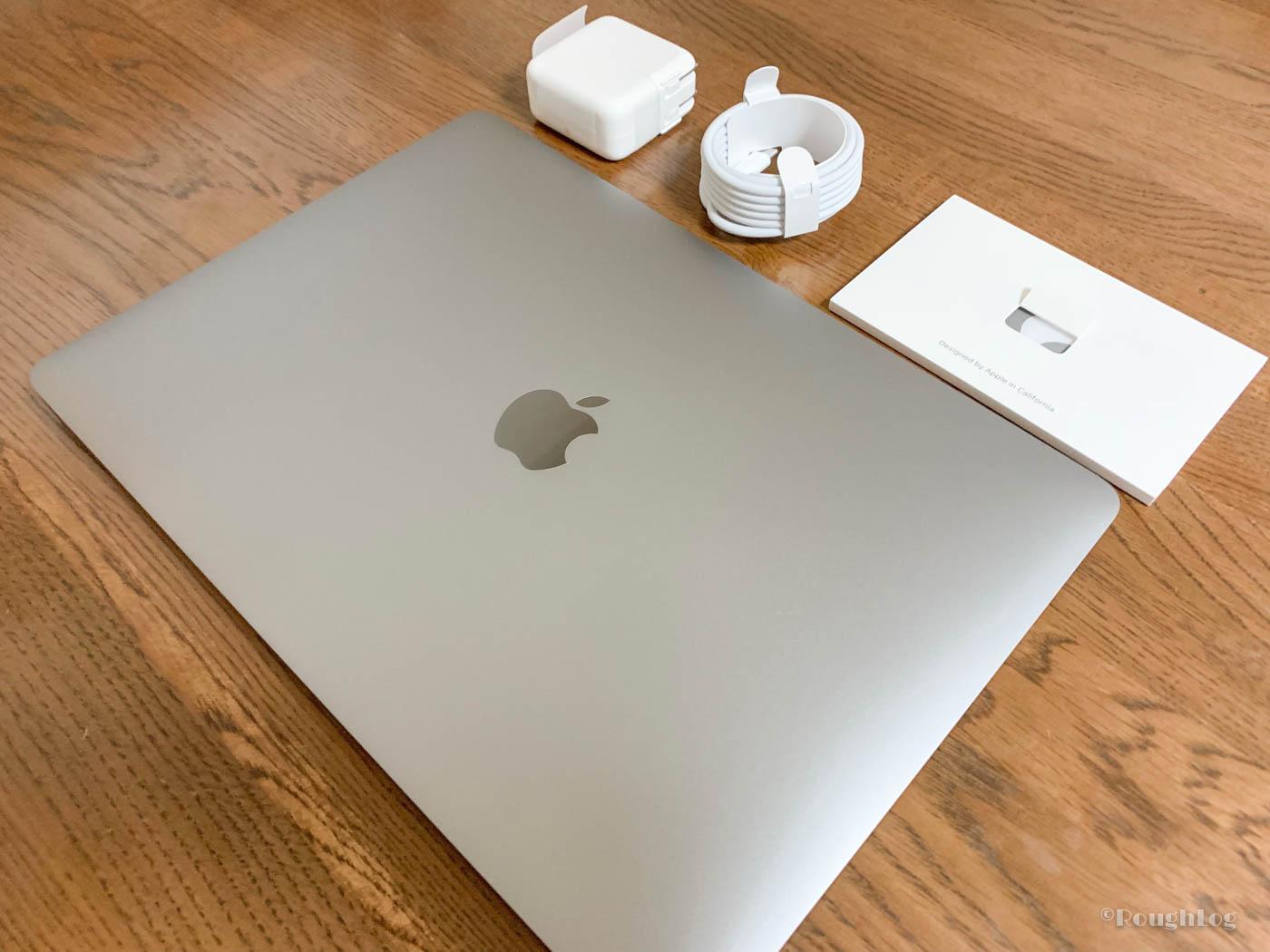 MacBook Air付属品として電源アダプターとUSB-Cケーブル