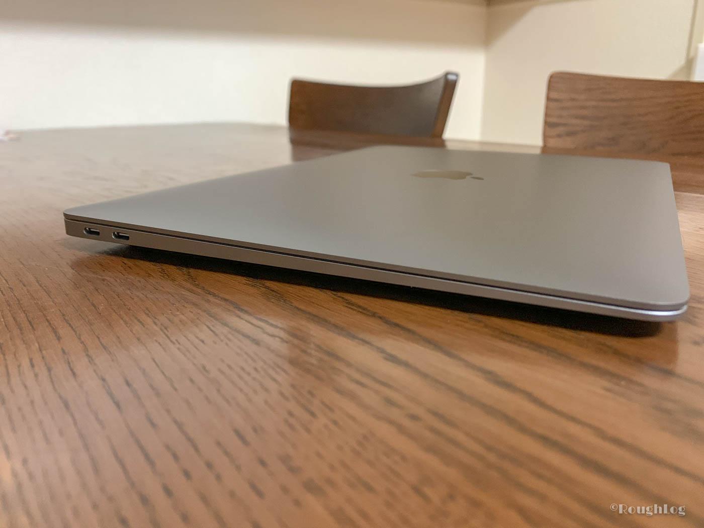 MacBook Air 2018左サイドにはUSB-C端子を2つ搭載