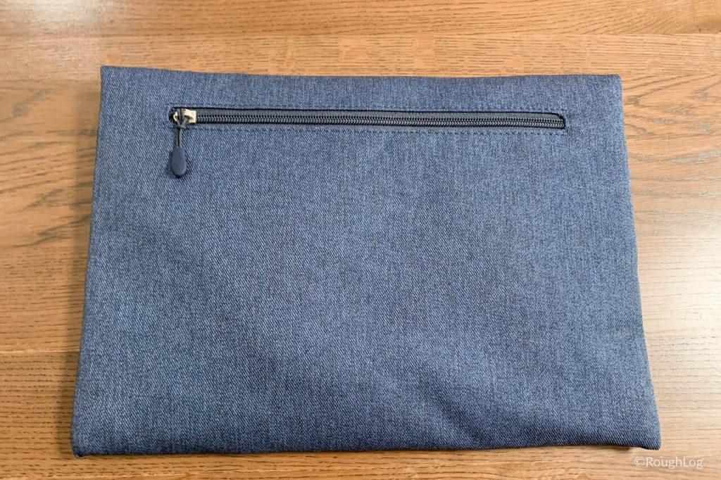 Inateckインナーケース裏面にはジップ式のサイドポケット