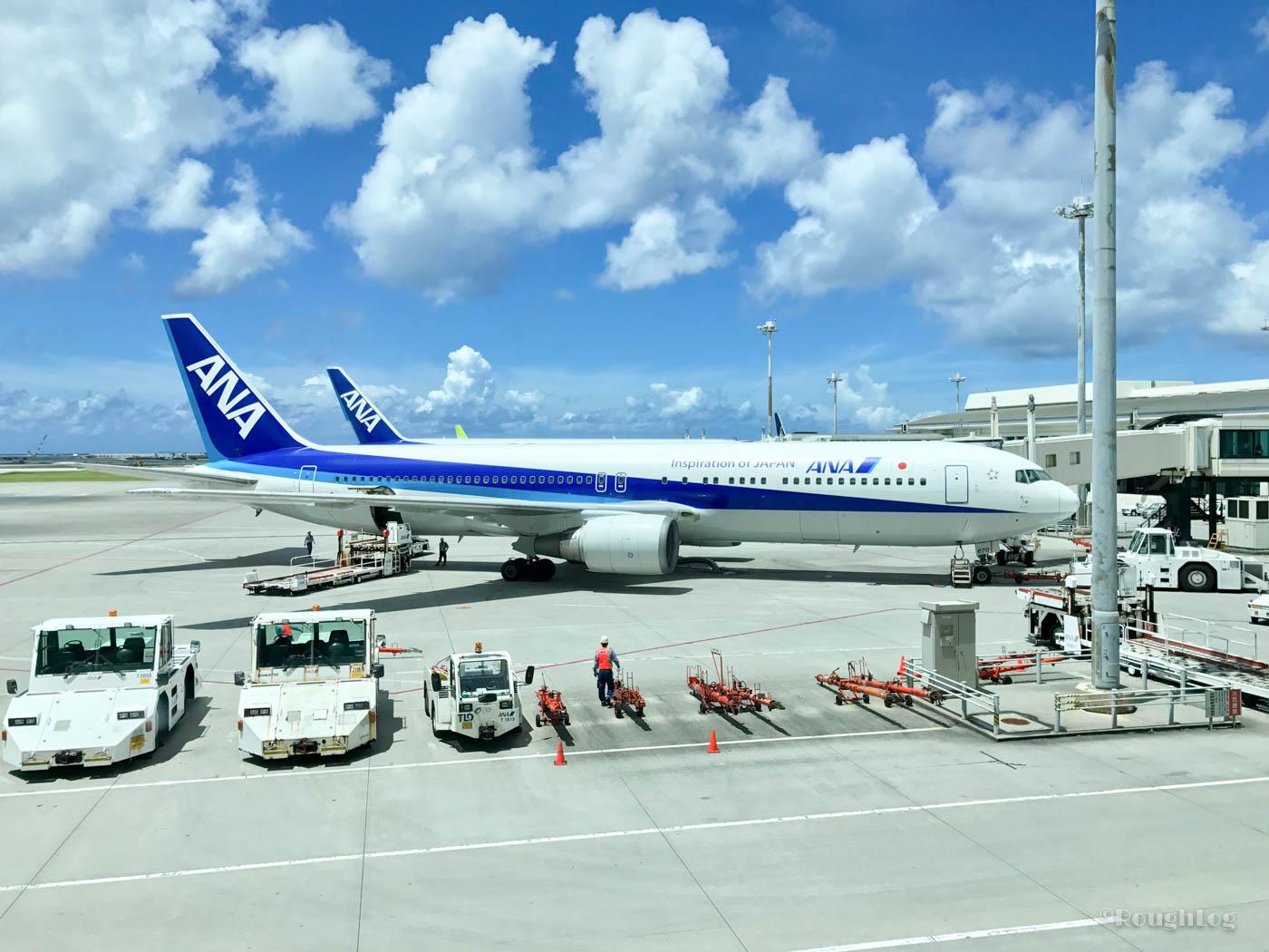 那覇空港に到着。さっそくレンタカーを借りて瀬長島ウミカジテラスへ。