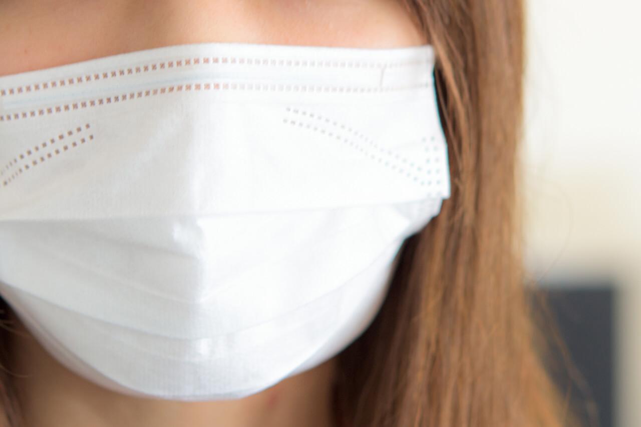 喉が痛くてマスクしたまま寝るなら知っておくべき!メリット・デメリットを6つご紹介します。