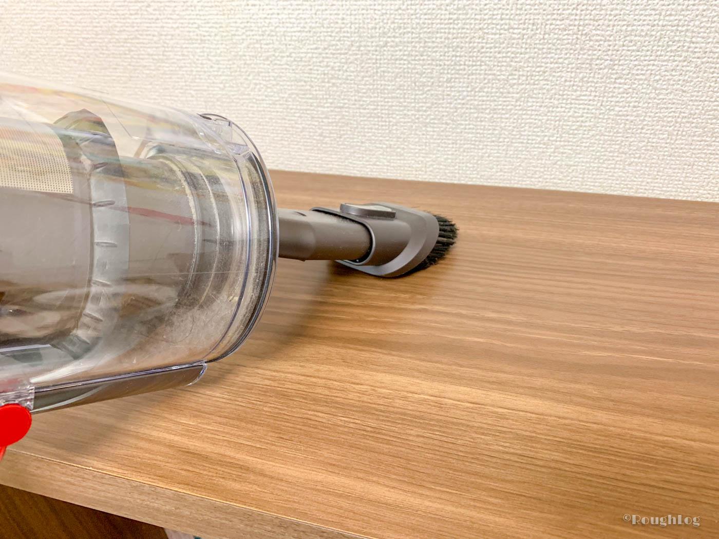 ダイソンコードレスクリーナーなら棚の上でもラクラク掃除機がけ