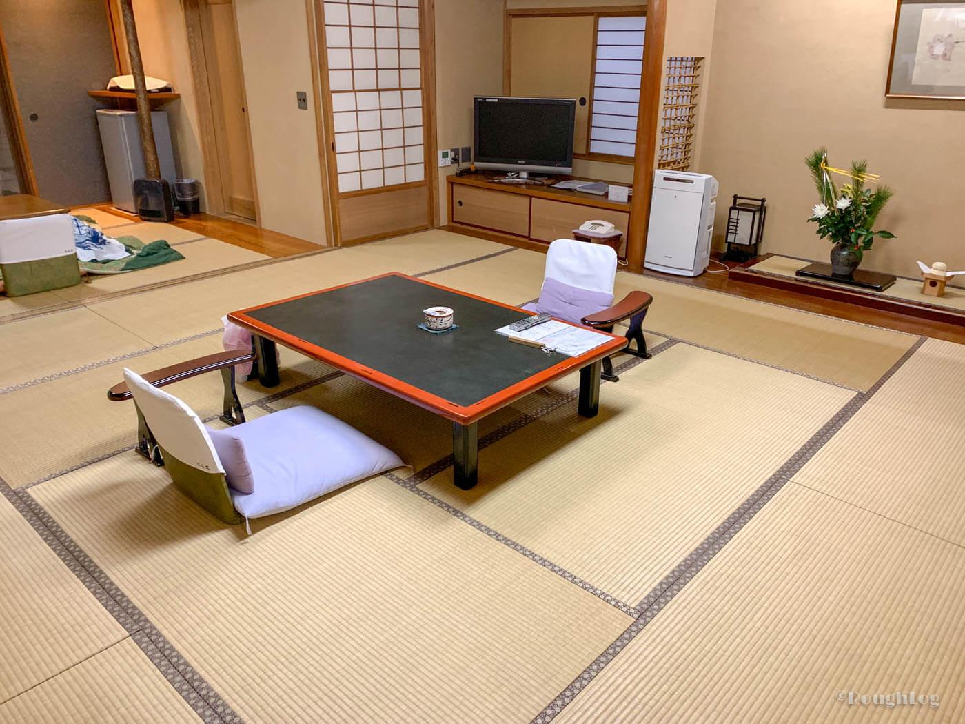 三平荘の離れ「葵」はメインの和室が15畳と広々