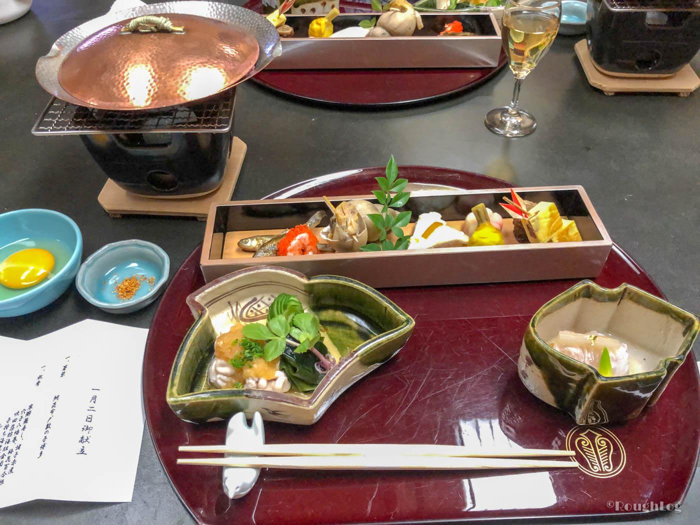 三平荘の料理は部屋食で。地元の食材を用いたオリジナルの会席料理