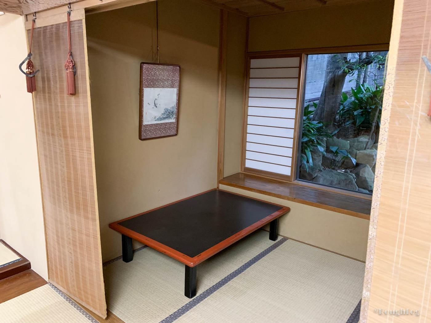 三平荘の離れ葵。3畳の和室が2部屋。