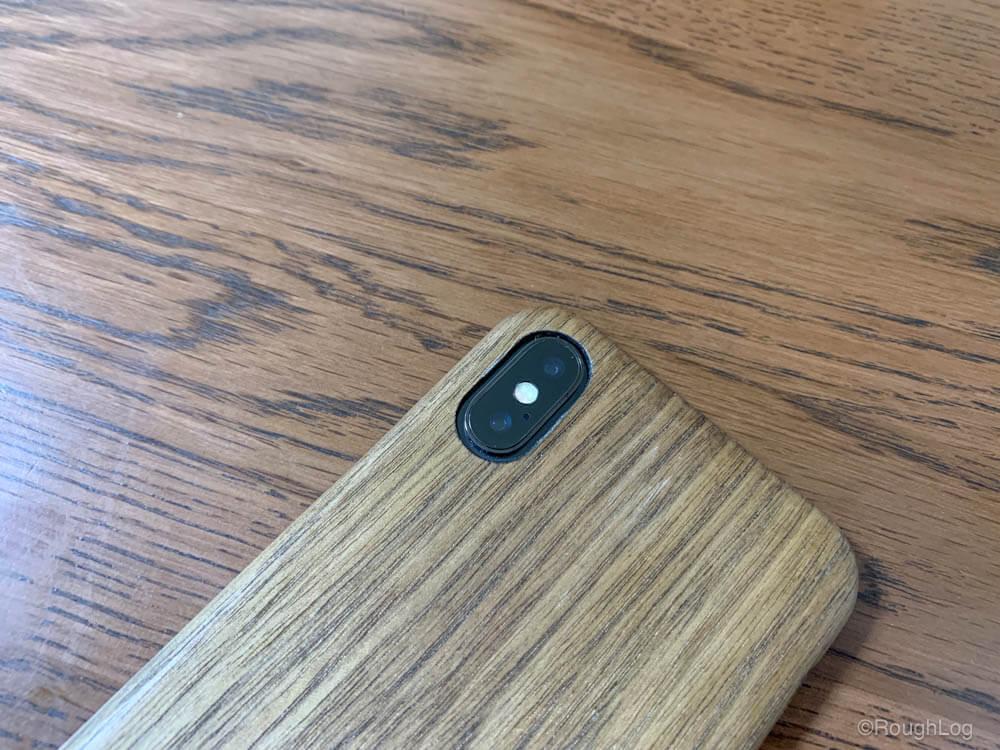 WOODWE ウォールナット ハードウッドケースを装着したiPhone(カメラ部分)