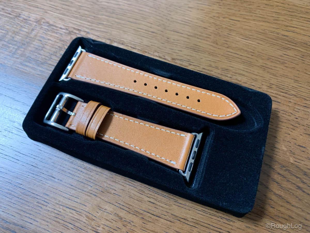 Wollpo Apple Watch レザーバンドのパッケージの中身、傷や汚れはなく製造・梱包状態は問題なし