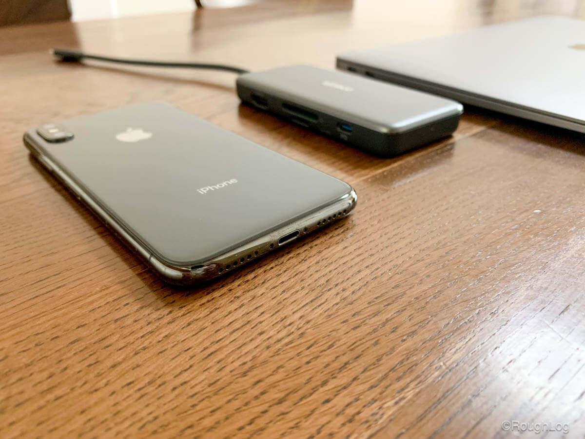 Anker 7-in-1 プレミアム USB-CハブとMacBook AirとiPhoneXSを並べてみる