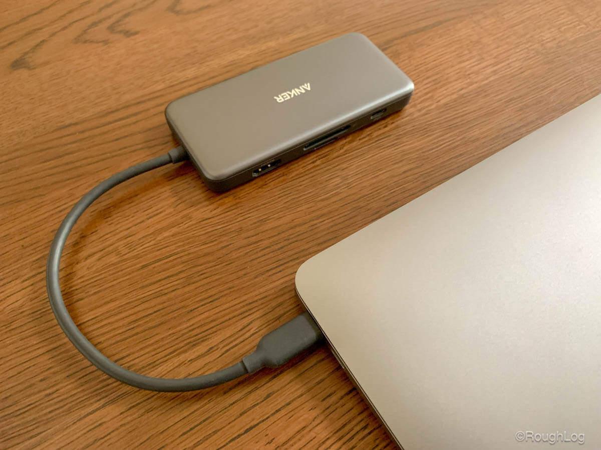 Anker 7-in-1 プレミアム USB-CハブはMacBook Airスペースグレイよりも若干濃いグレー