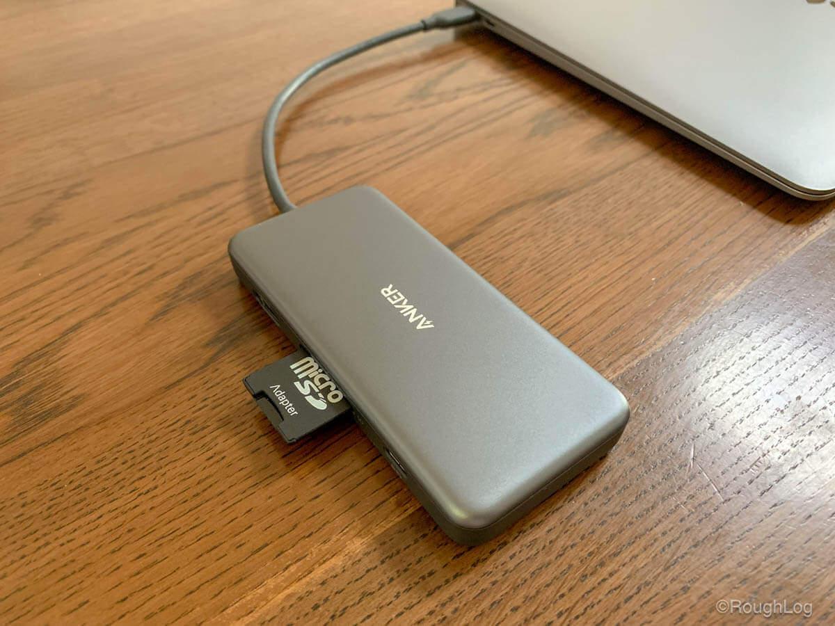 Anker 7-in-1 プレミアム USB-CハブにSDカードを挿入