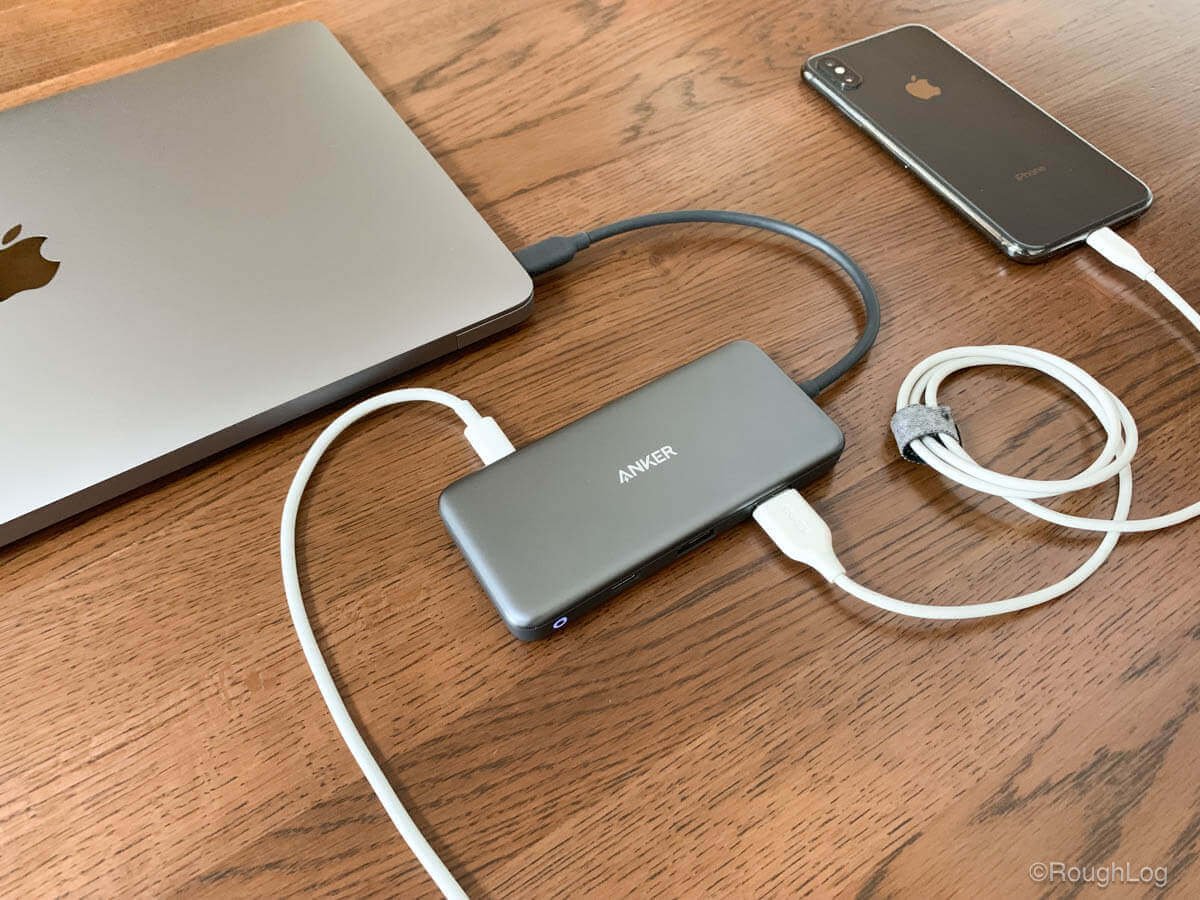Anker 7-in-1 プレミアム USB-CハブにMacBook AirとiPhoneXSを接続