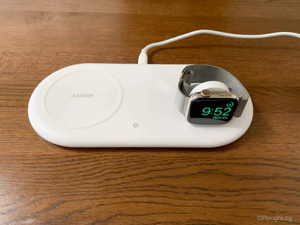 Anker PowerWave+ Pad with Watch HolderでナイトスタンドモードをオンにしたApple Watchを充電すればデジタル時計として使用可能