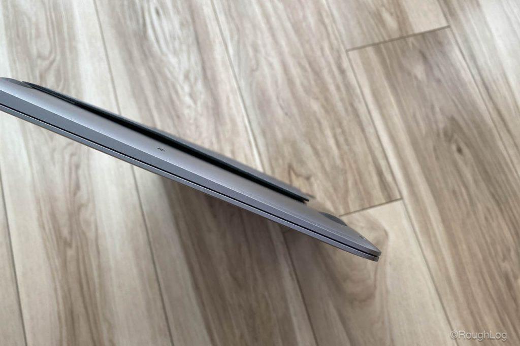 MOFTには磁石が内蔵されているので折りたたみ収納しやすく勝手に開かない