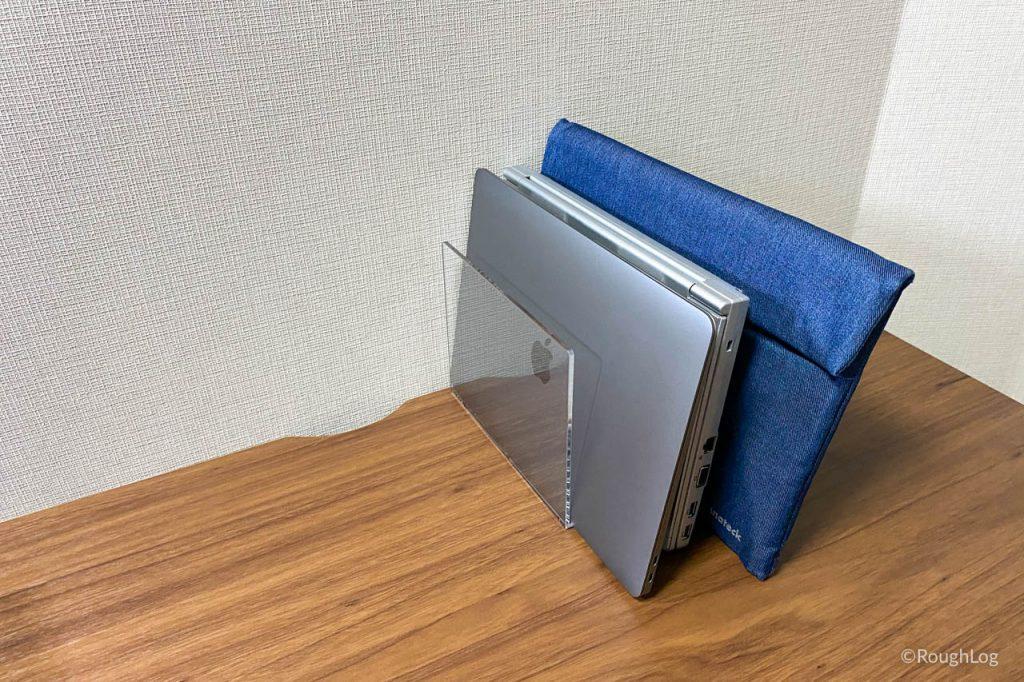 MacBookの縦置き収納なら無印良品!アクリル仕切りスタンドが万能過ぎる【レビュー】