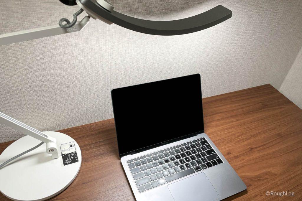 BenQ WiT アイケアLEDデスクライトは広範囲を照射