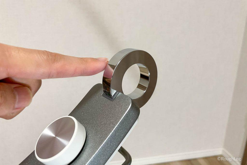 BenQ WiT アイケアLEDデスクライトは金属リングで電源オン・オフや調光切り替え