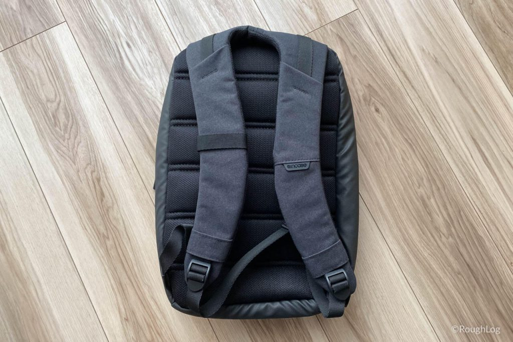 Incase City Dot Backpackの背面はメッシュになっているので通気性も考えられている