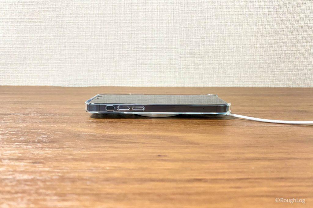 MagSafe充電器ならiPhone背面にピタッと付くのでワイヤレス充電がさらに便利