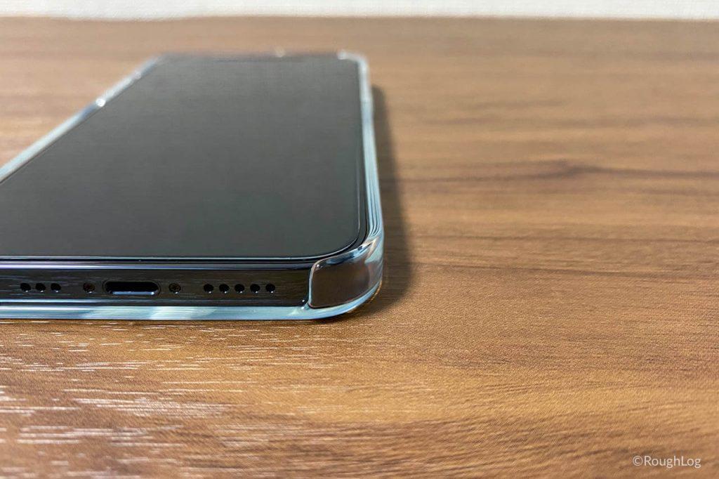 MagSafe対応iPhoneクリアケースは持ちやすくて触り心地も良く、ポケット出し入れもしやすい