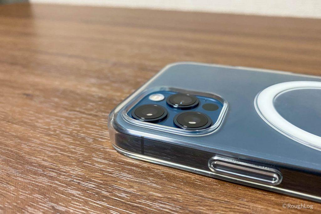 MagSafe対応iPhoneクリアケースはカメラが傷つかないようフチを高く設計